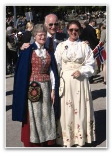Norwegowie w strojach ludowych_1